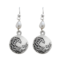 Earings-small-sterling-silver-circle-with-pearl-and-patina-01-1200-v02